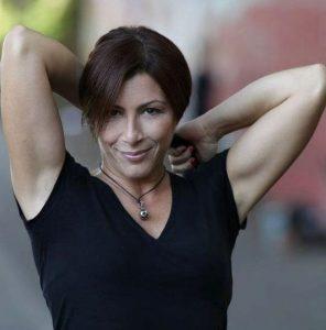 Barbara Buonaiuto, incantevole voce femminile dell'Orchestra Italiana di Renzo Arbore